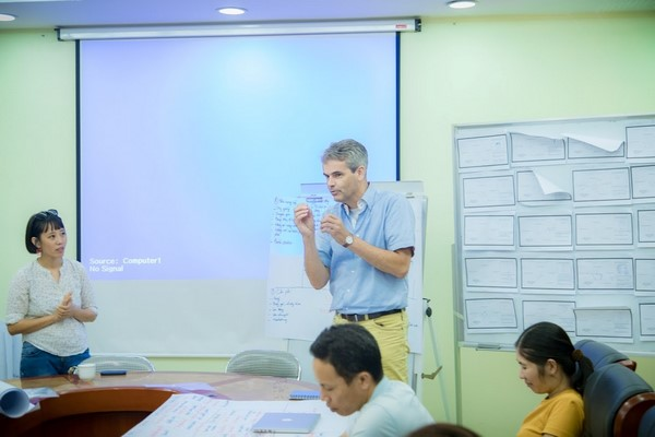 Mr Toon Keijsers (HAS University) delivers his lecture at the training